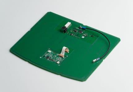 Leiterplatte mit Elektronik und Kabel