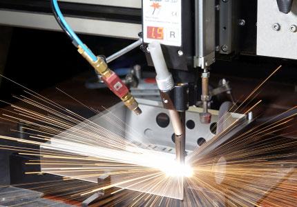 Metallgehäuse in einer Schweißmaschine