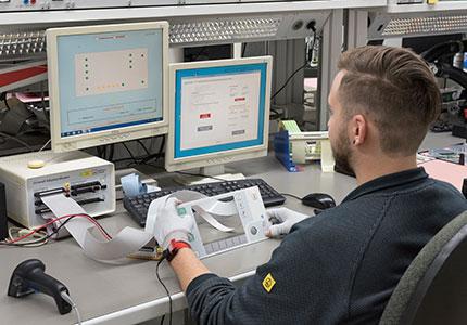 Elektrische Prüfung einer Folientastatur