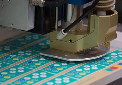 Laser schneidet Folientastaturen aus
