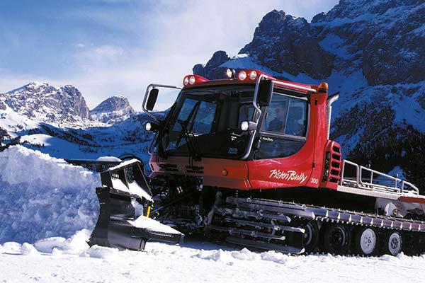Pistenbully im schnee